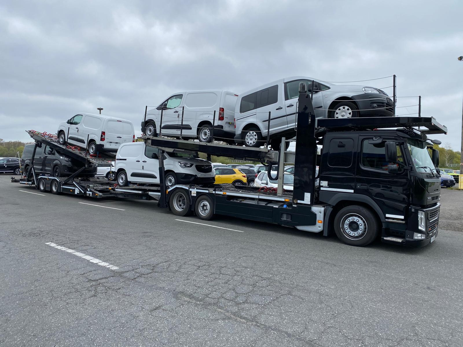 transport auto masini pe platforma